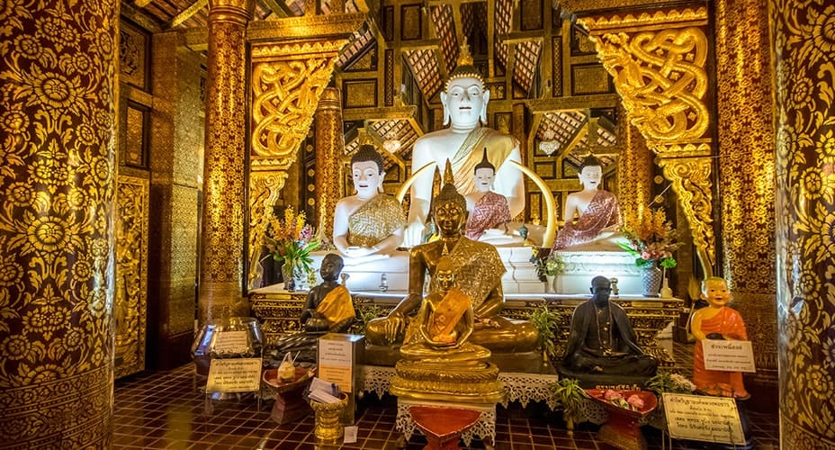 chiang mai temple by night